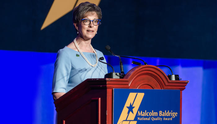 Donor Alliance CEO Sue Dunn accepting the 2018 Malcolm Baldrige National Quality Award